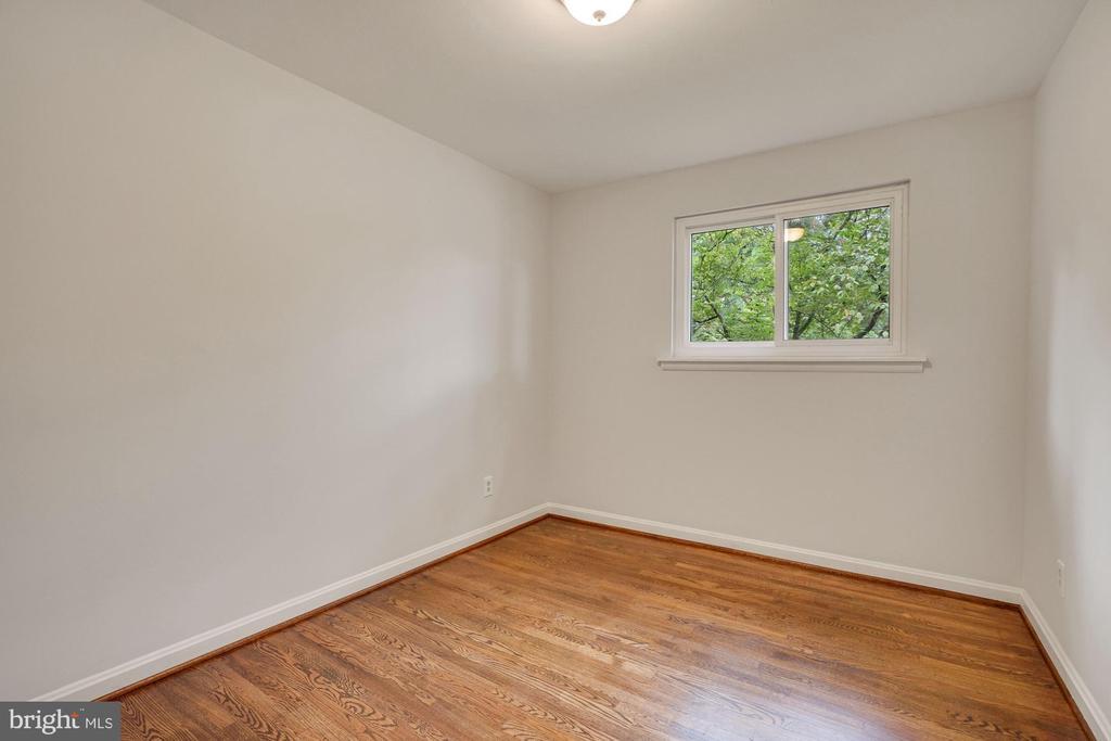 One of three bedrooms on main level - 5905 DEWEY DR, ALEXANDRIA