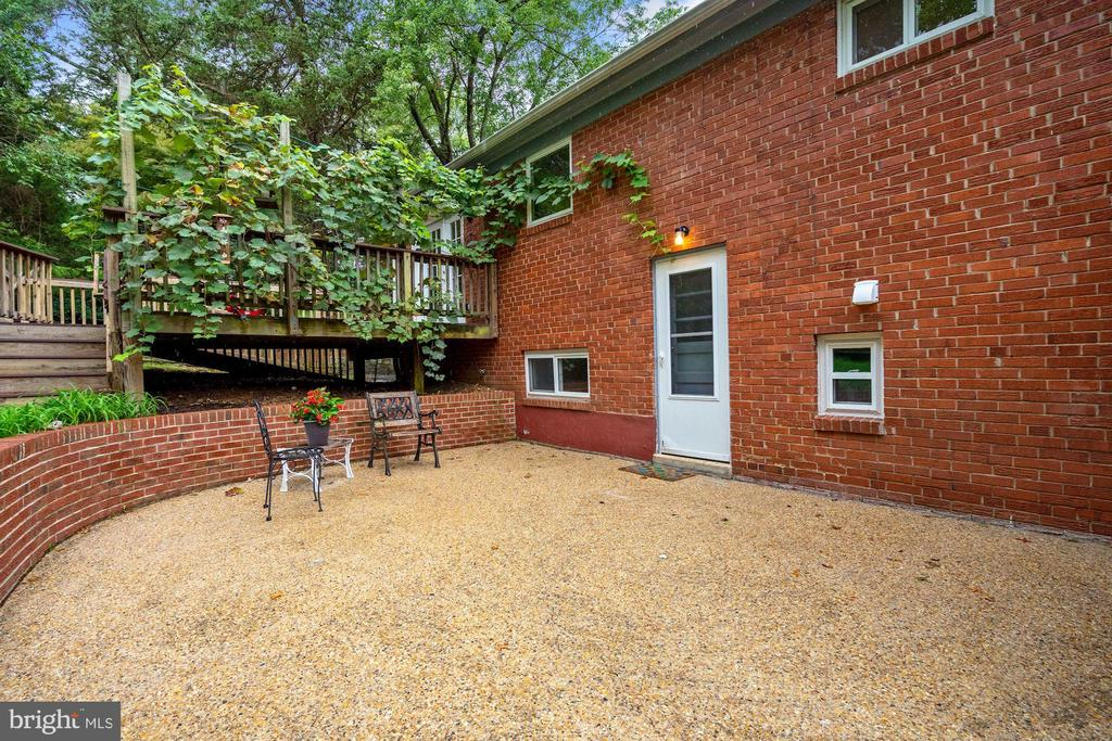 Large patio in addition to deck - 5905 DEWEY DR, ALEXANDRIA