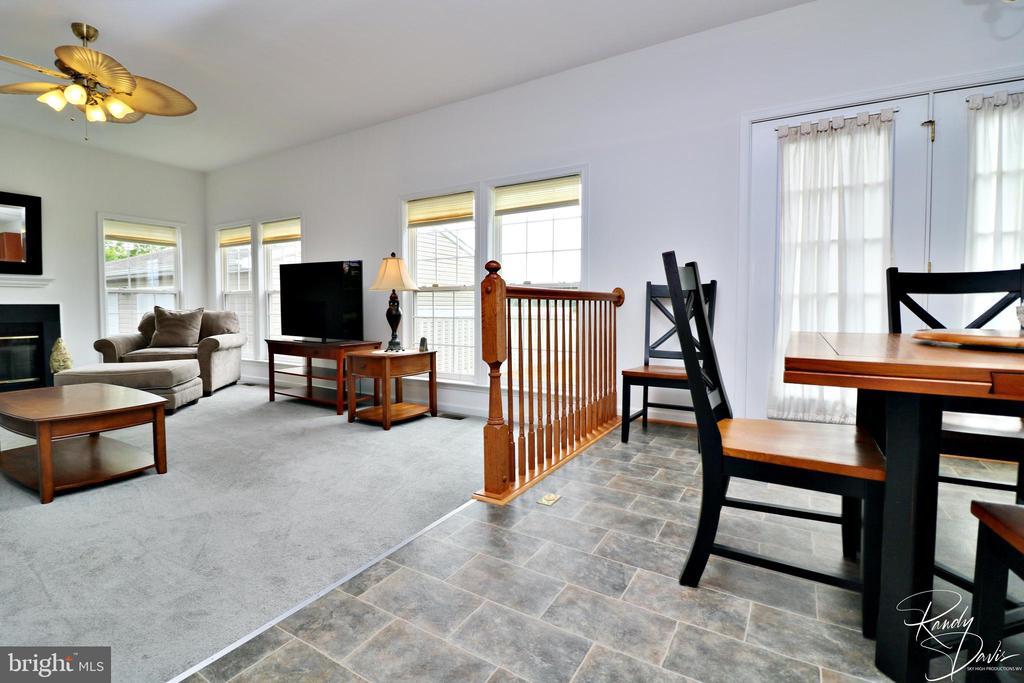 Open Eat-In Kitchen to Family Room - 26 STONEWAY CT, CHARLES TOWN