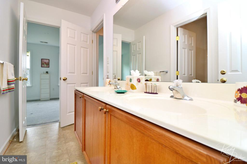 Jack and Jill Bathroom - 26 STONEWAY CT, CHARLES TOWN