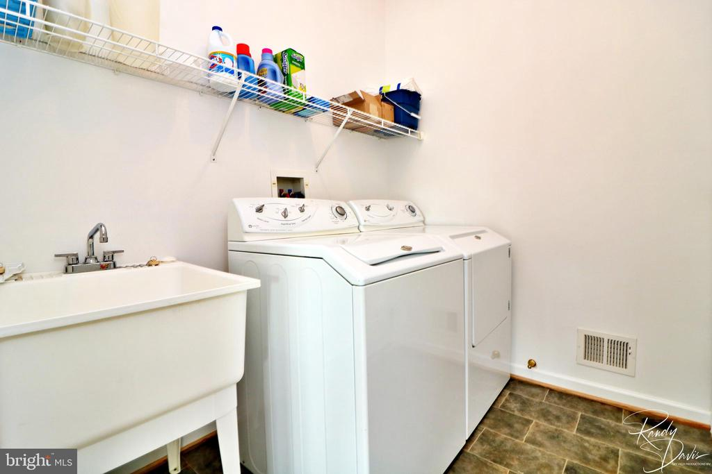 Laundry on Main Level - 26 STONEWAY CT, CHARLES TOWN