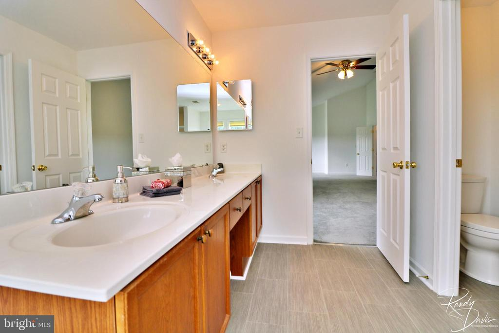 Primary Bathroom - 26 STONEWAY CT, CHARLES TOWN