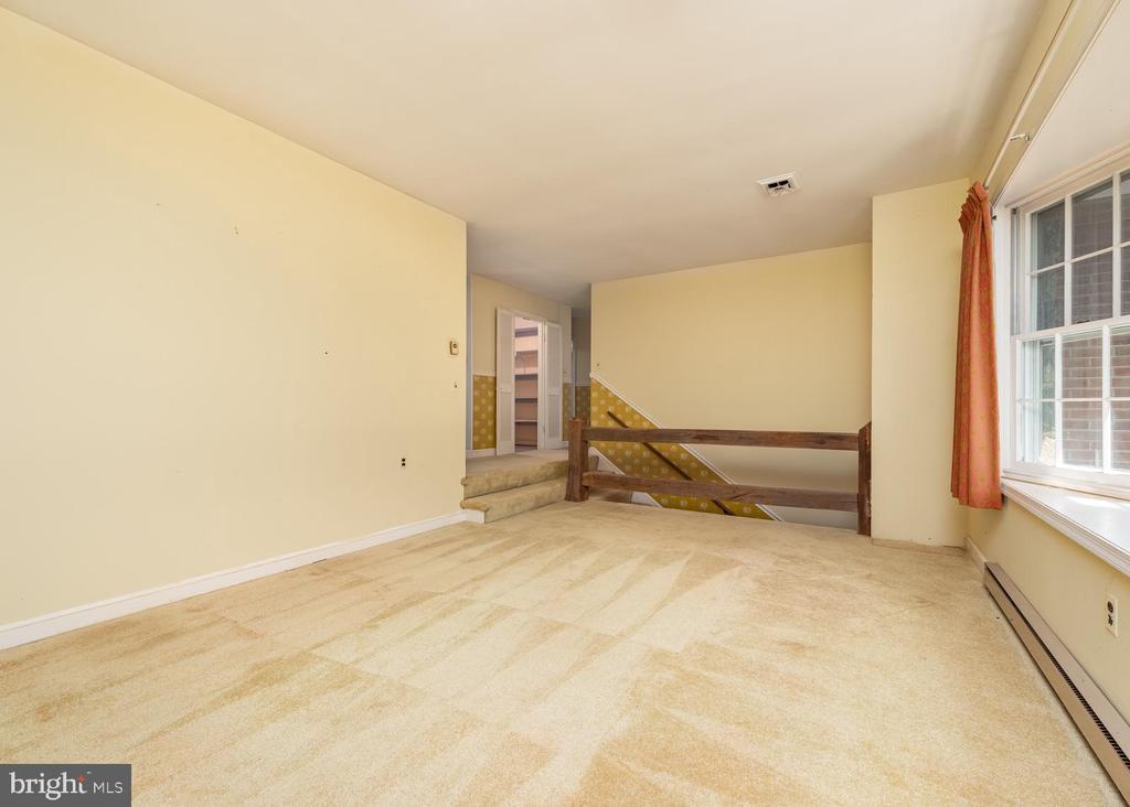 Living Room - 16201 DUSTIN CT, BURTONSVILLE