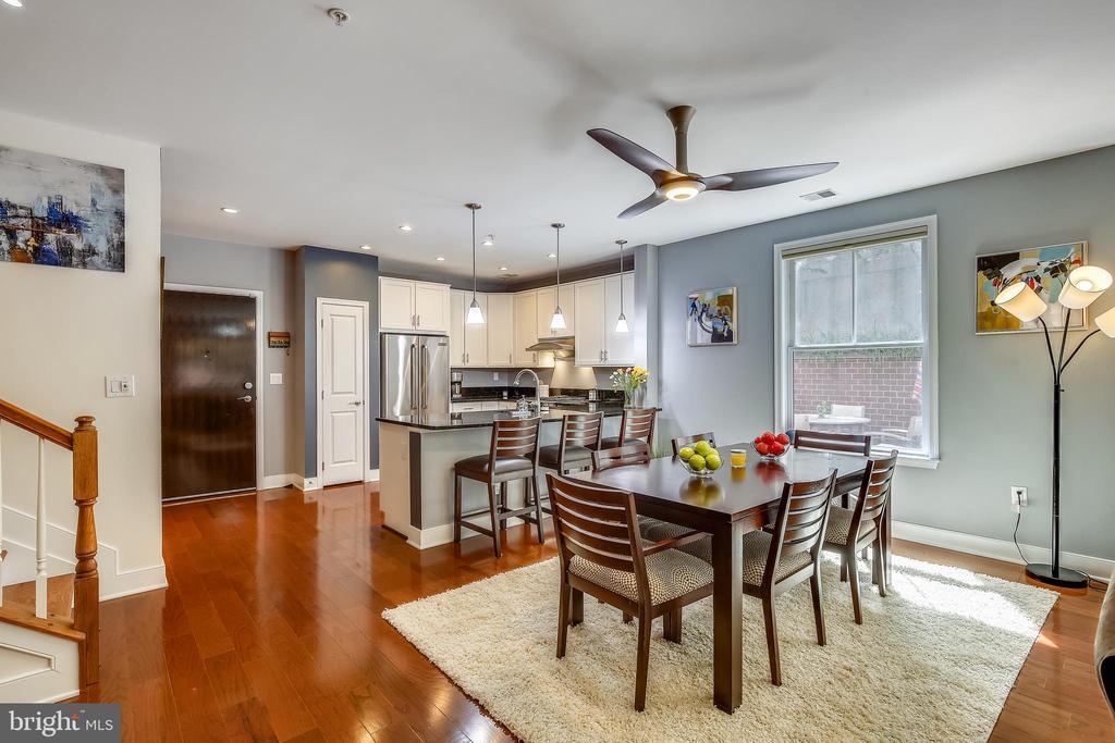Stunning home with open concept floorplan - 1418 N RHODES ST #B-112, ARLINGTON