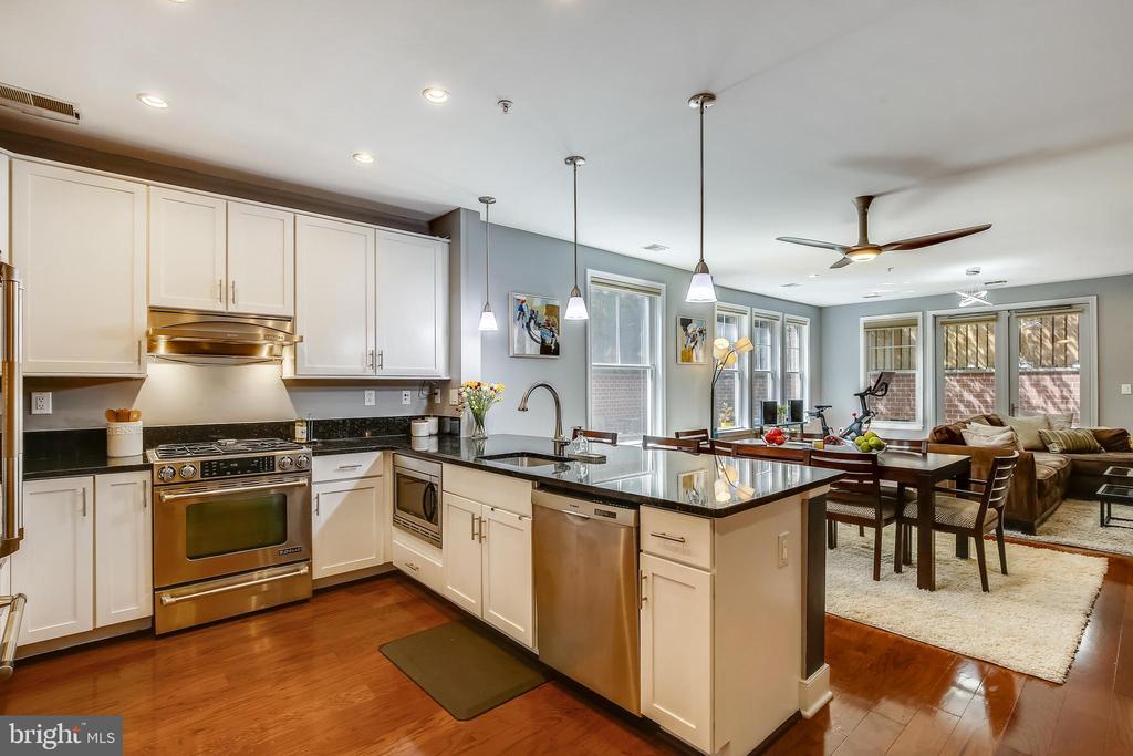 Tall, modern custom cabinetry - 1418 N RHODES ST #B-112, ARLINGTON