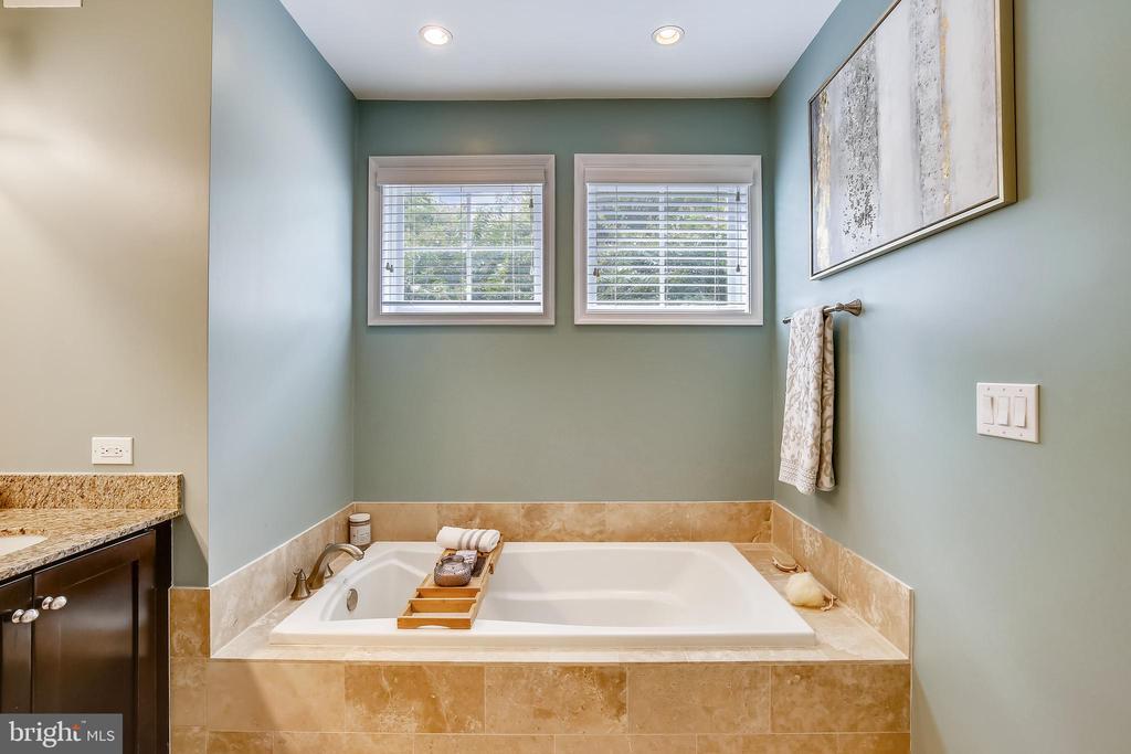 Separate soaking tub creates spa-like experience - 1418 N RHODES ST #B-112, ARLINGTON