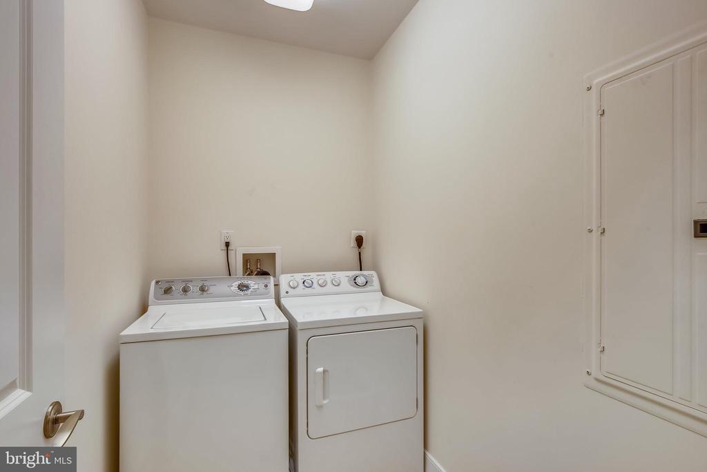 Separate laundry room in upper level - 1418 N RHODES ST #B-112, ARLINGTON