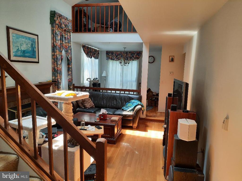 Living Room & Dining Room - 21 FENTON WOOD DR, STERLING