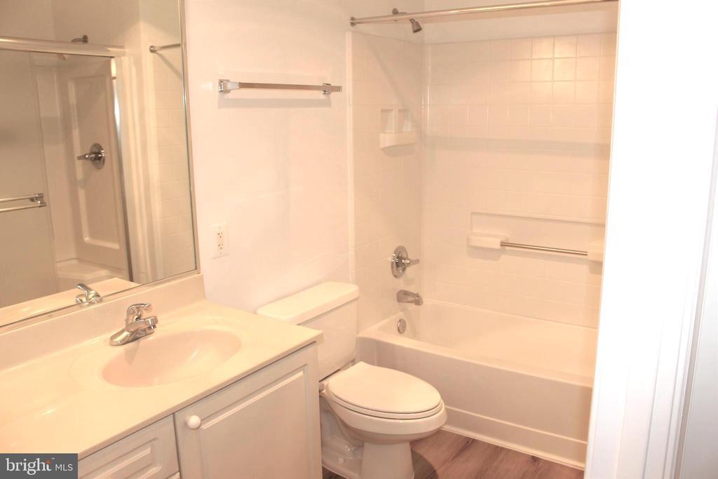 Primary Bathroom - 19375 CYPRESS RIDGE TER #807, LEESBURG