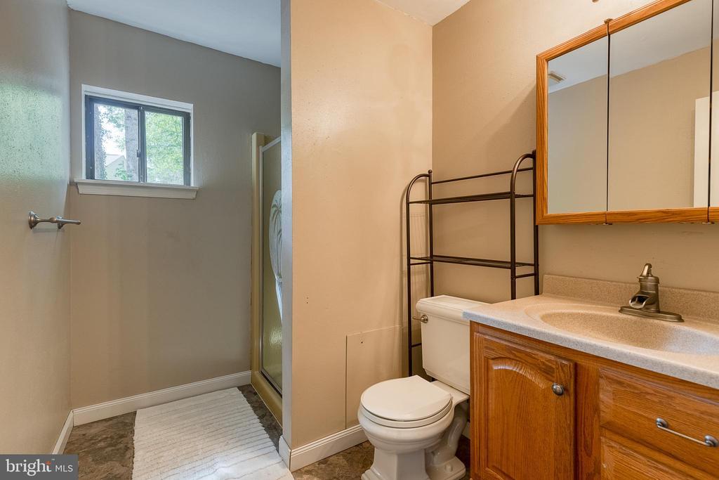Main floor full bathroom - 104 STABLE CV, STAFFORD