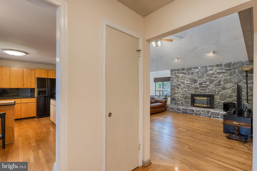 Foyer looking into kitchen and living room - 104 STABLE CV, STAFFORD