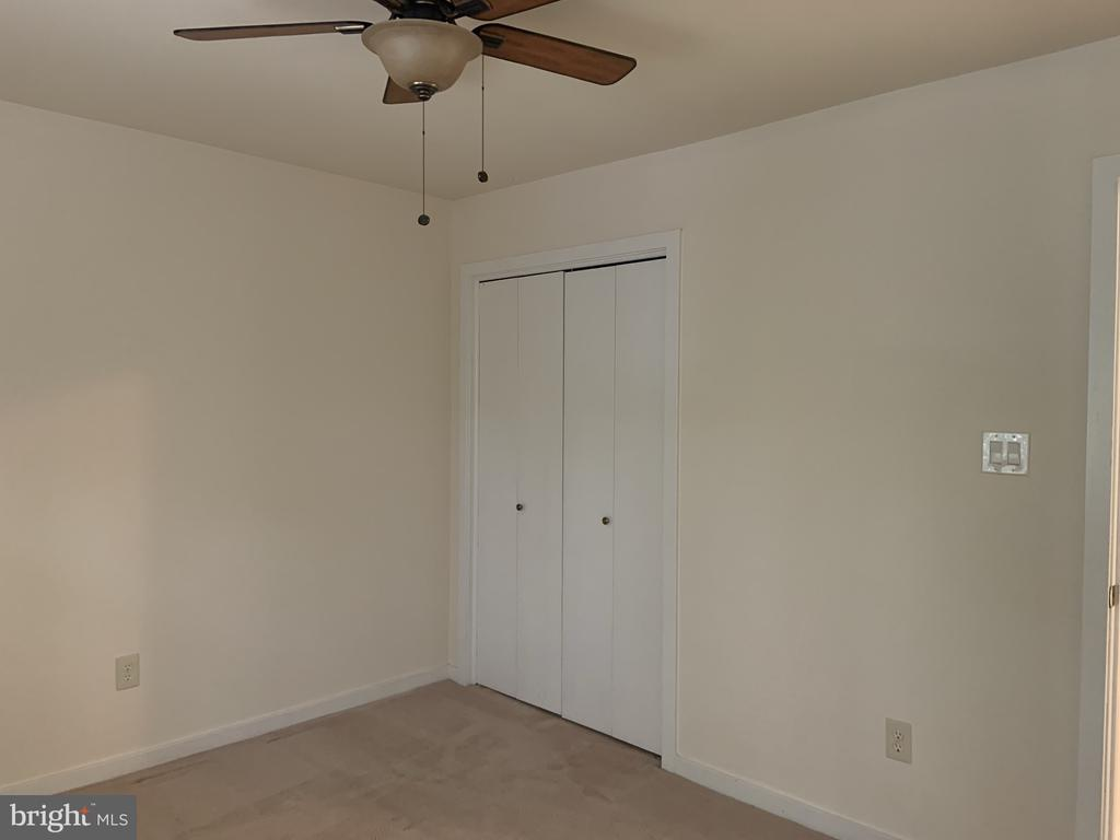 Another second upper level bedroom view - 11605 CLUBHOUSE CT, RESTON