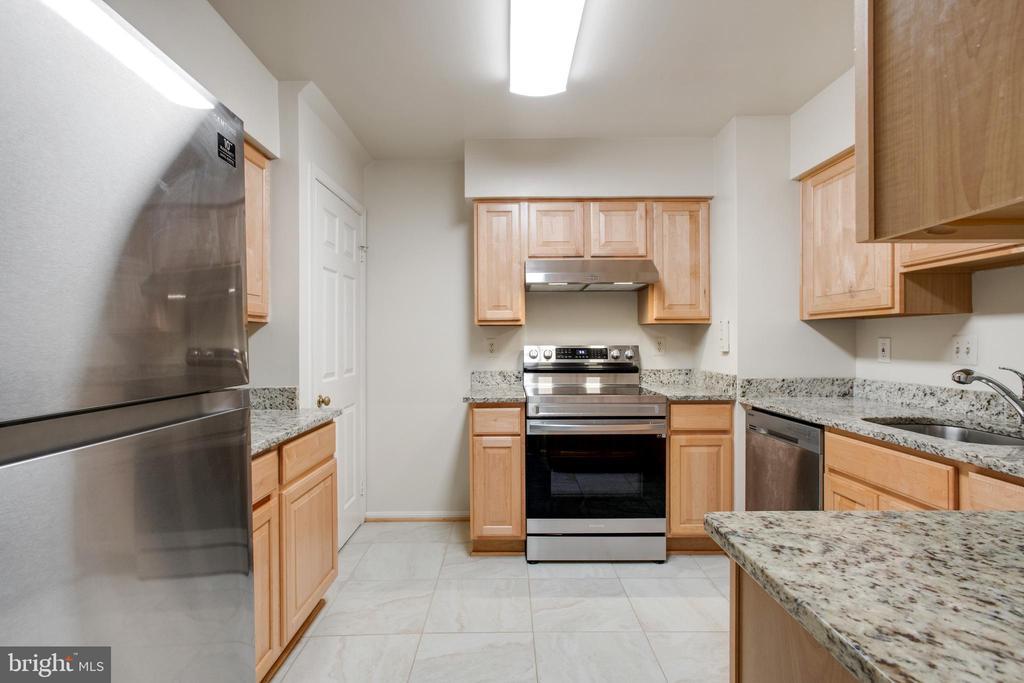 Large Kitchen - 14499 WHISPERWOOD CT, DUMFRIES