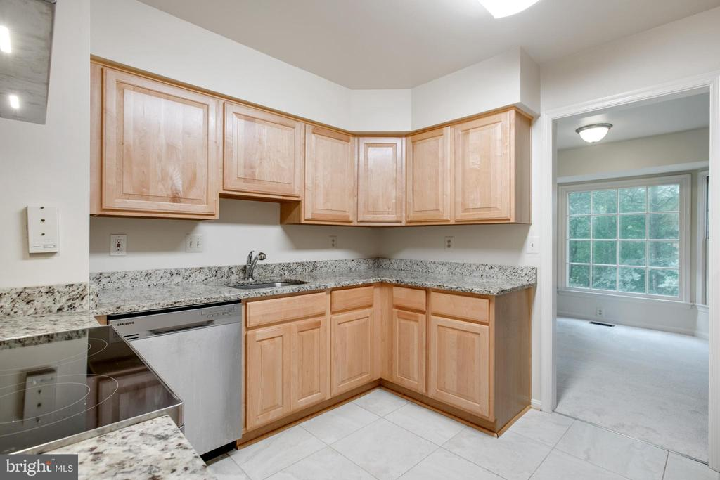 Large Kitchen-Stainless Steel Appliances - 14499 WHISPERWOOD CT, DUMFRIES