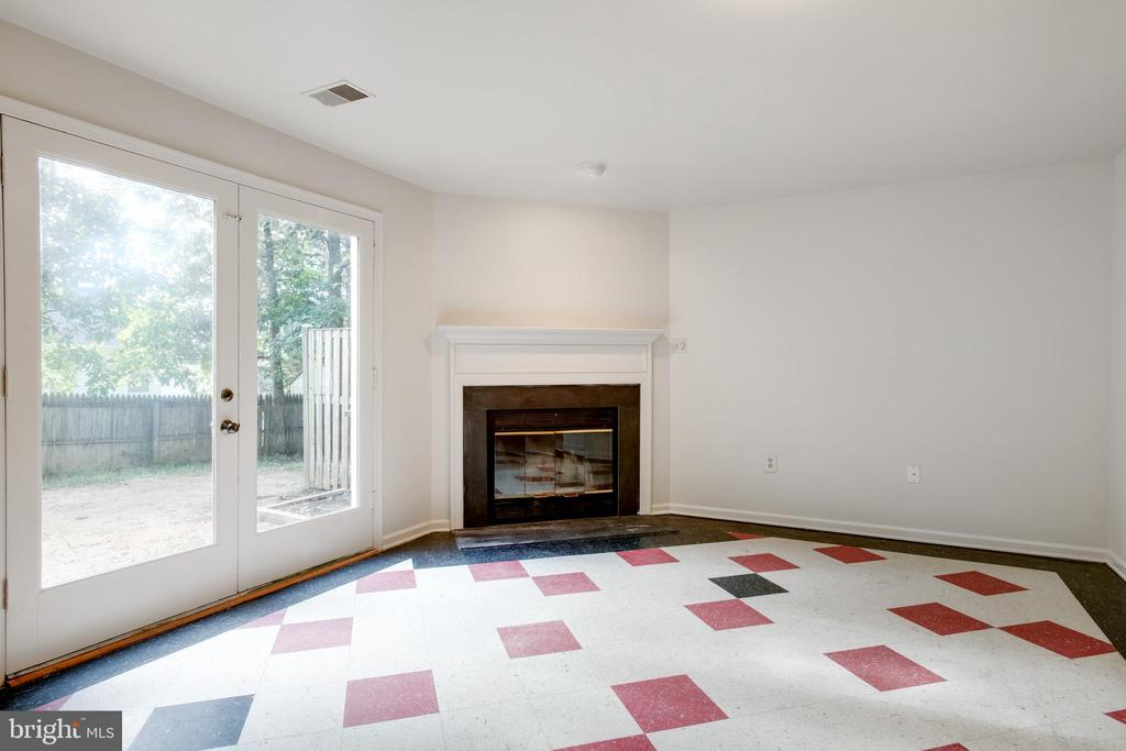 Family Room with Wood Burning Fireplace - 14499 WHISPERWOOD CT, DUMFRIES