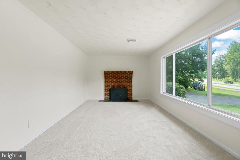 Living Room with Brick fireplace - 781 COURTHOUSE RD, STAFFORD