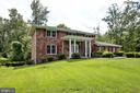 5 BRs, 3.5 BAs Colonial Home in Woods of Ilda - 8927 BURBANK RD, ANNANDALE