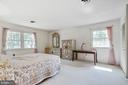 Master Bedroom with plenty of light from windows - 8927 BURBANK RD, ANNANDALE