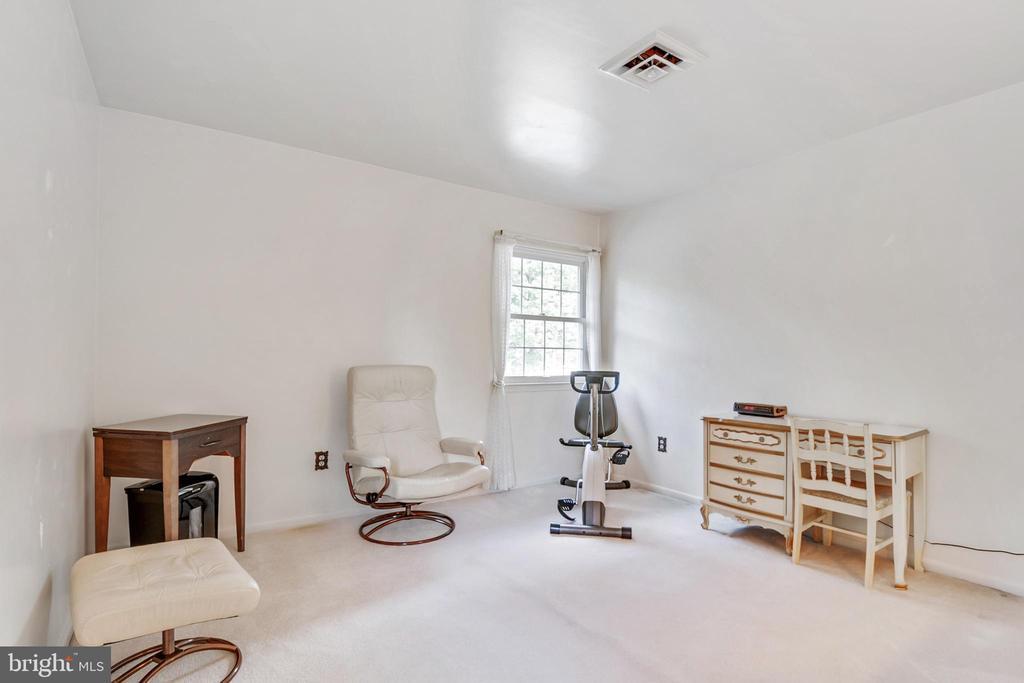 2nd Bedroom - 8927 BURBANK RD, ANNANDALE