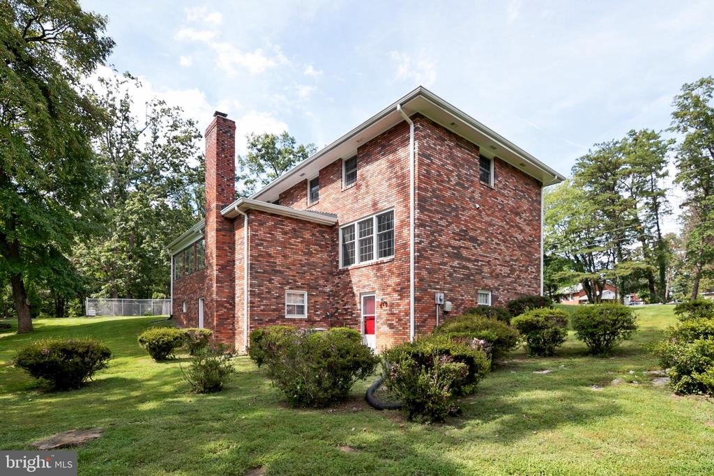 Exterior back of home with separate entry - 8927 BURBANK RD, ANNANDALE