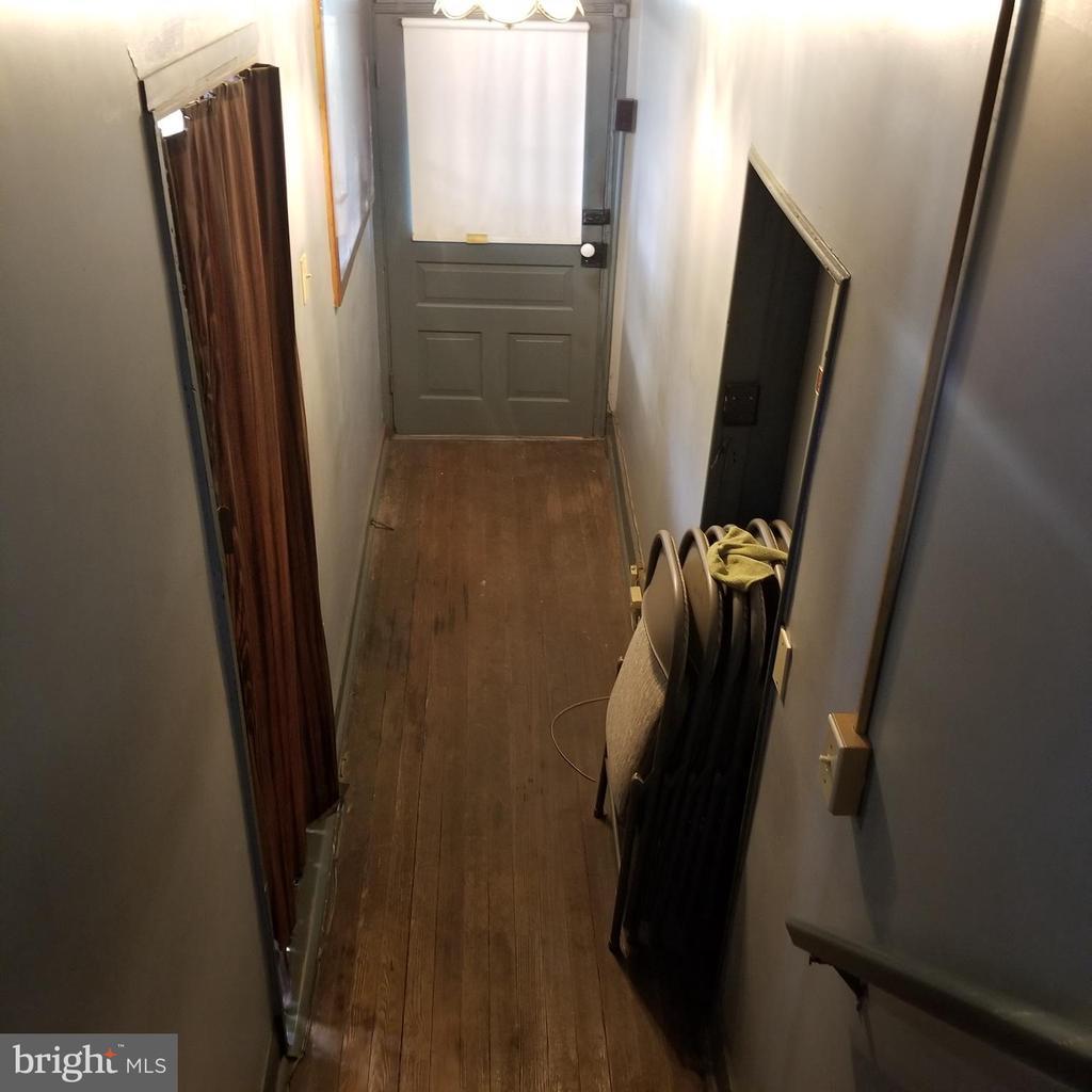 1st Unit - Entrance Hallway - 11020 HESSONG BRIDGE RD, THURMONT