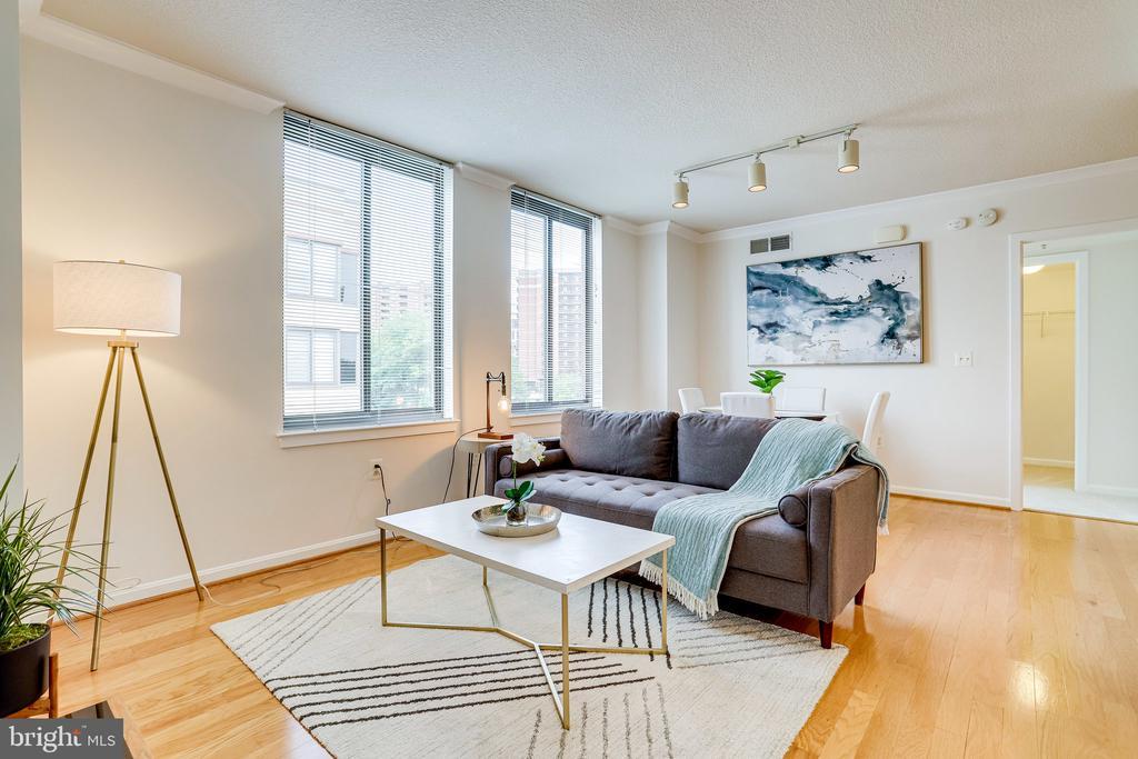 Open floor plan with lots of natural light. - 2220 FAIRFAX DR #803, ARLINGTON