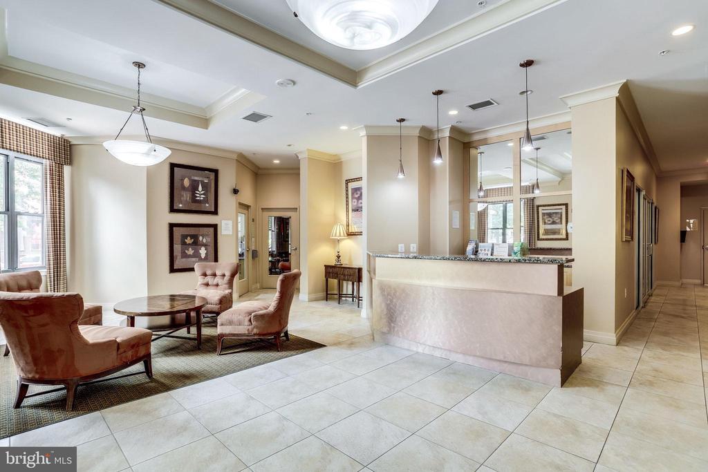 Gracious lobby. - 2220 FAIRFAX DR #803, ARLINGTON