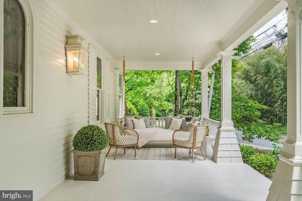 Welcoming Covered Porch - 3315 HIGHLAND PL NW, WASHINGTON