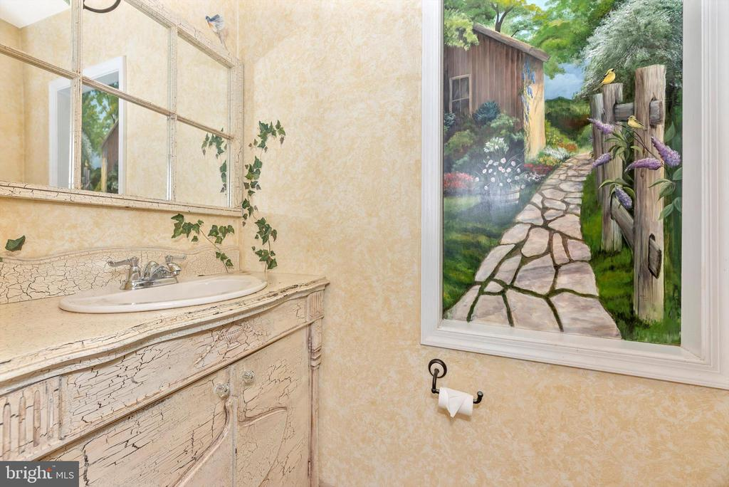 Powder room - 19121 WINDSOR FOREST RD, MOUNT AIRY