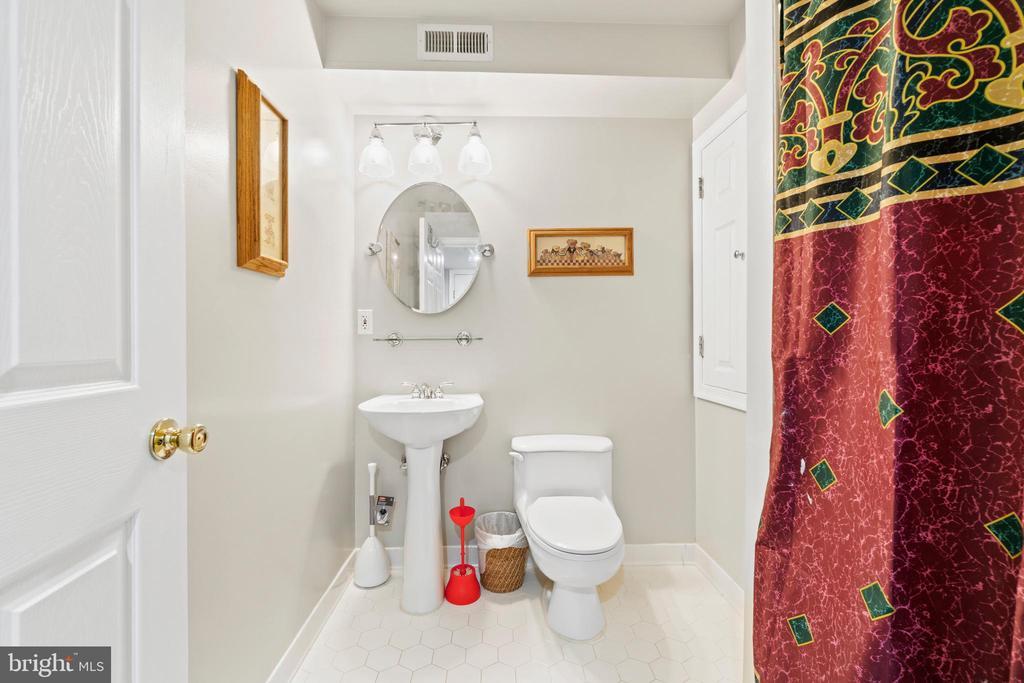 Full bath in basement - 15997 KENSINGTON PL, DUMFRIES