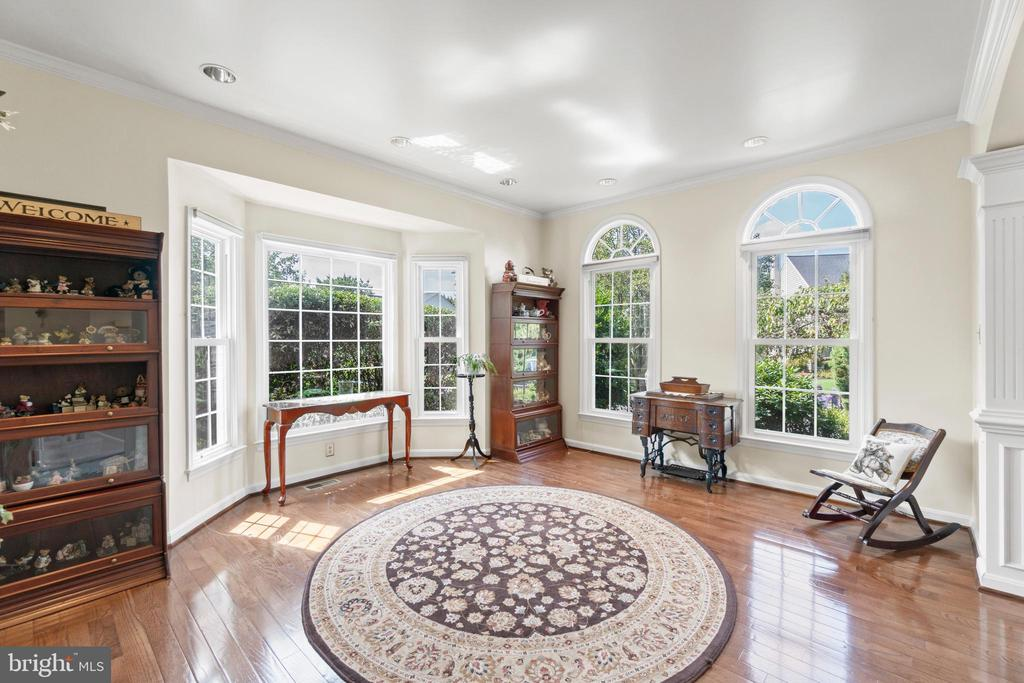 Bright living room - 15997 KENSINGTON PL, DUMFRIES