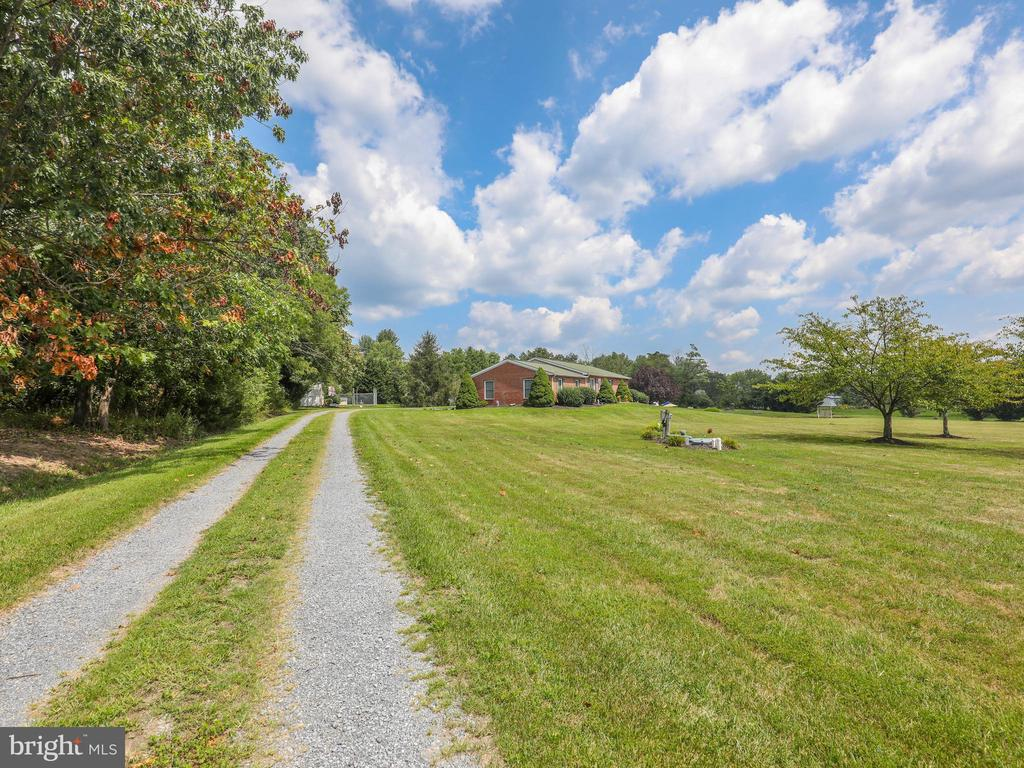 Long driveway to your private paradise! - 140 BOWMAN LN, WINCHESTER