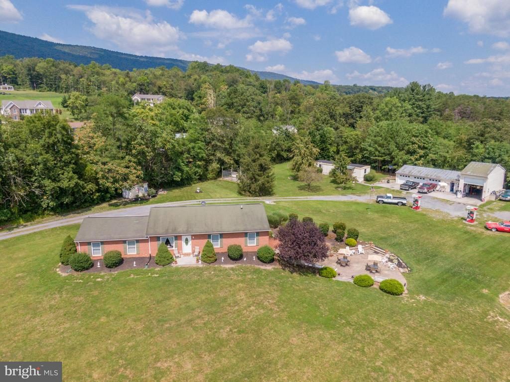 Drone front view of property. - 140 BOWMAN LN, WINCHESTER