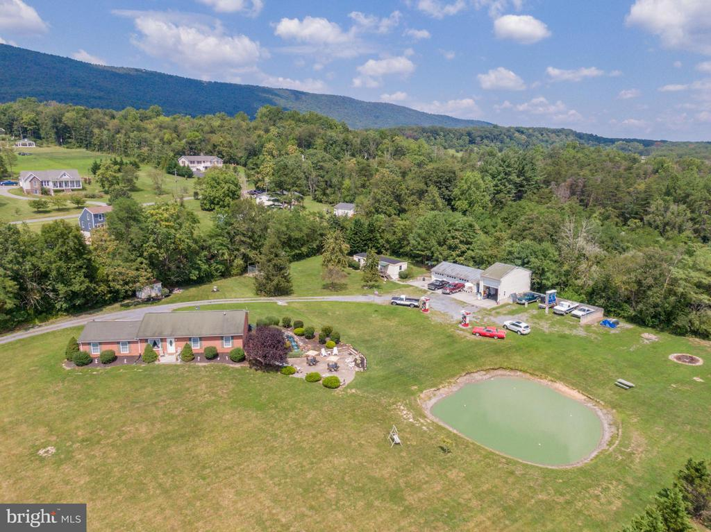 Welcome to your paradise! - 140 BOWMAN LN, WINCHESTER