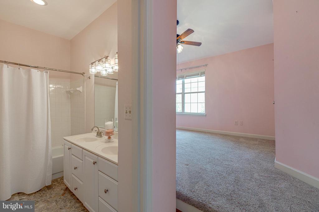1st pimary bedroom suite - 47642 WINDRIFT TER, STERLING