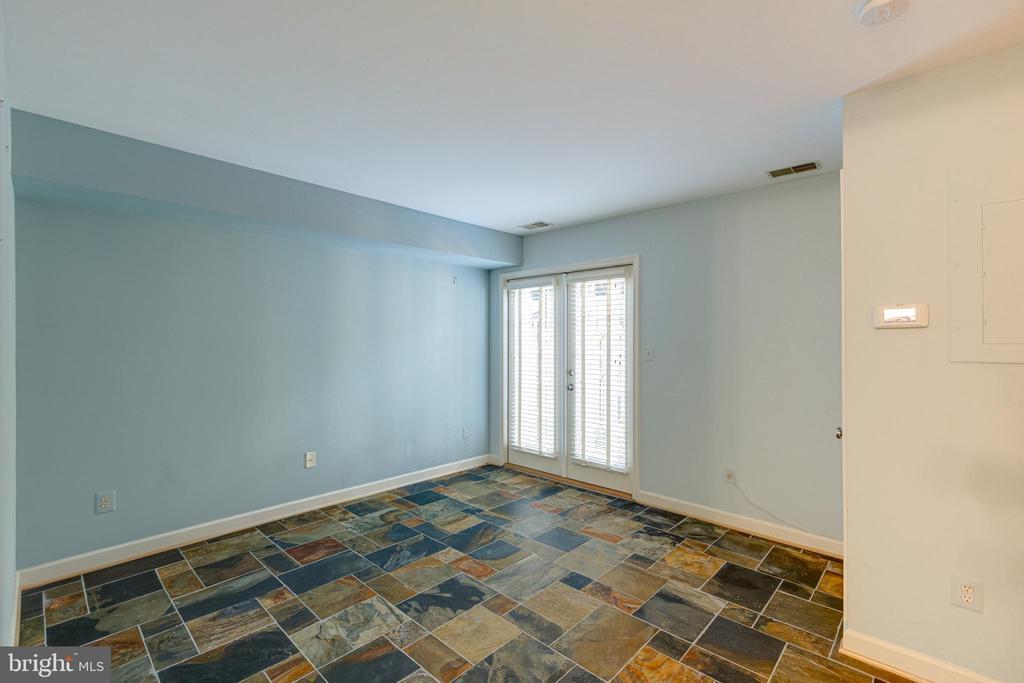 Lower level rec room - 47642 WINDRIFT TER, STERLING