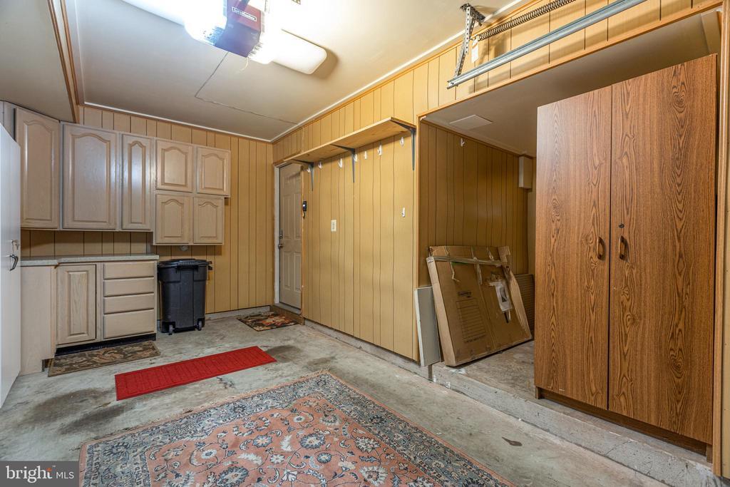 Garage with plenty of storage - 47642 WINDRIFT TER, STERLING