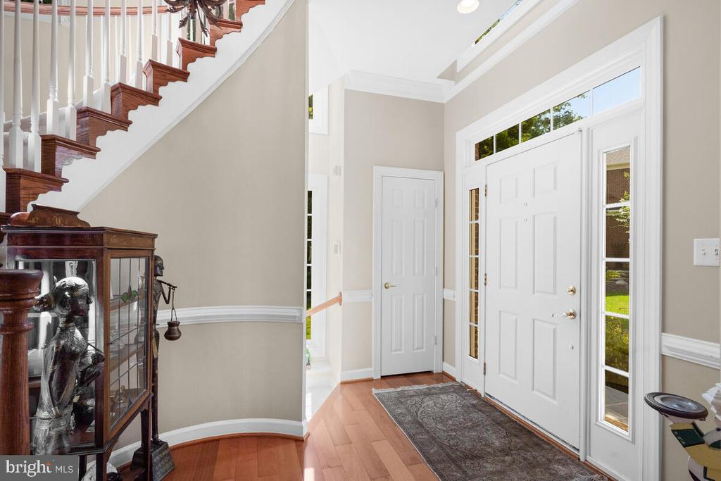 Bright Entry ... - 20260 ISLAND VIEW CT, STERLING