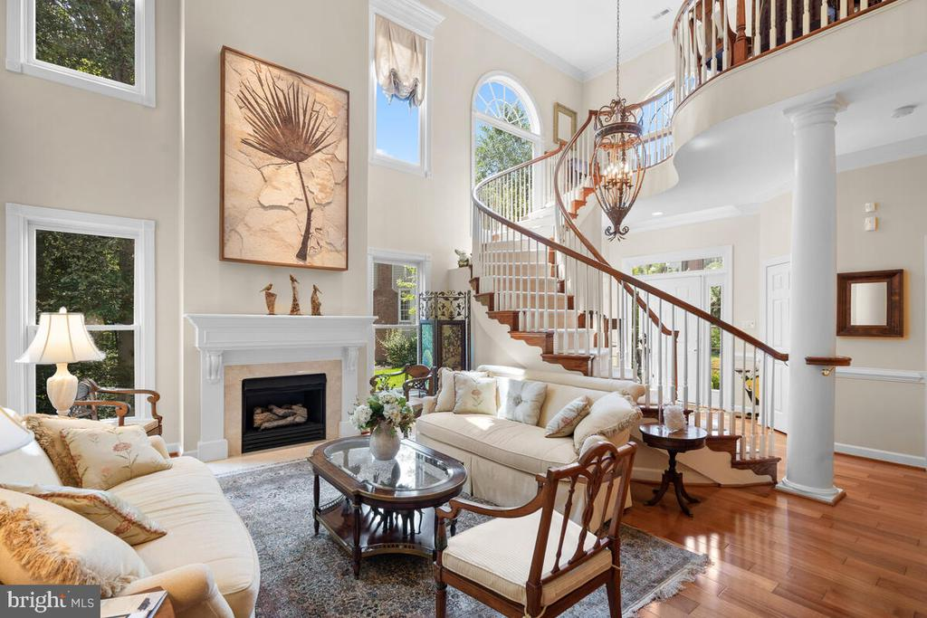 Natural light-filled interior - 20260 ISLAND VIEW CT, STERLING