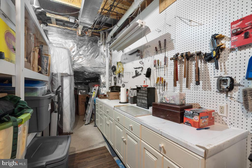 Lower Level: Storage / Hobby space - 20260 ISLAND VIEW CT, STERLING