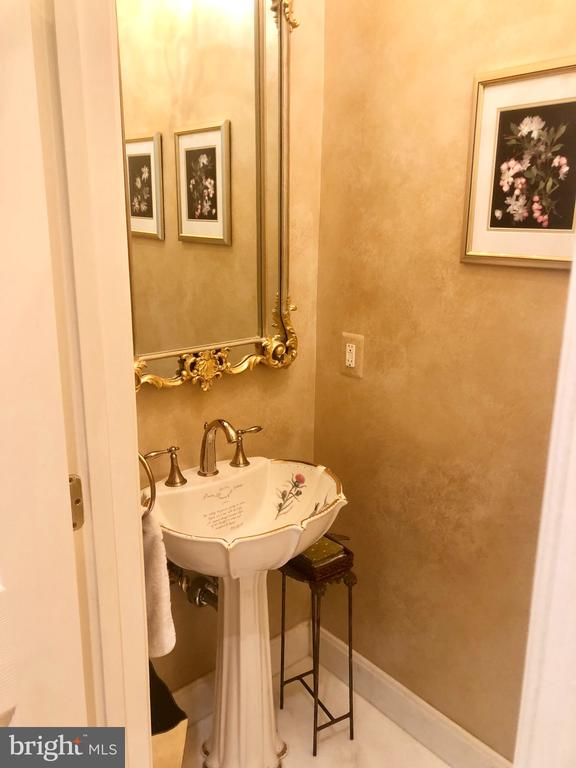 Powder room with seamless marble tile flooring - 20260 ISLAND VIEW CT, STERLING