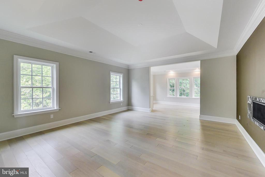 Master Bedroom with Sitting room - 3104 SLEEPY HOLLOW RD, FALLS CHURCH