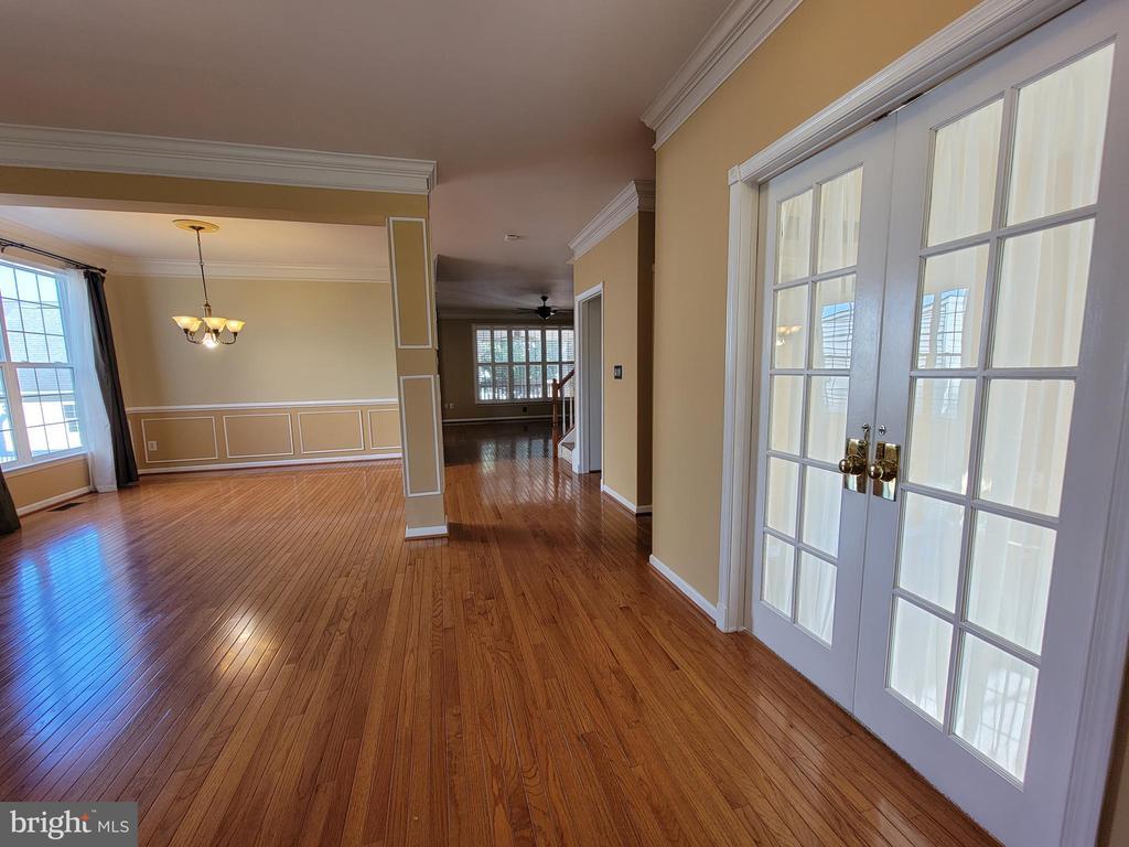 Same view from front door - Den doors closed. - 25452 CROSSFIELD, CHANTILLY