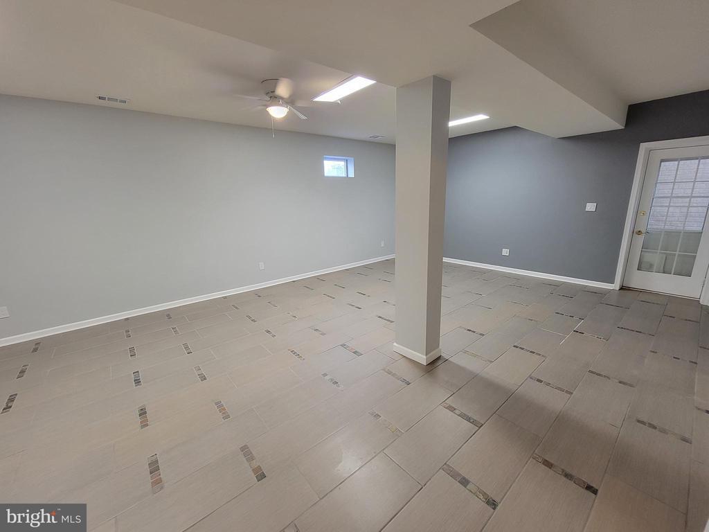 Basement Game room - tile floor & door to backyard - 25452 CROSSFIELD, CHANTILLY
