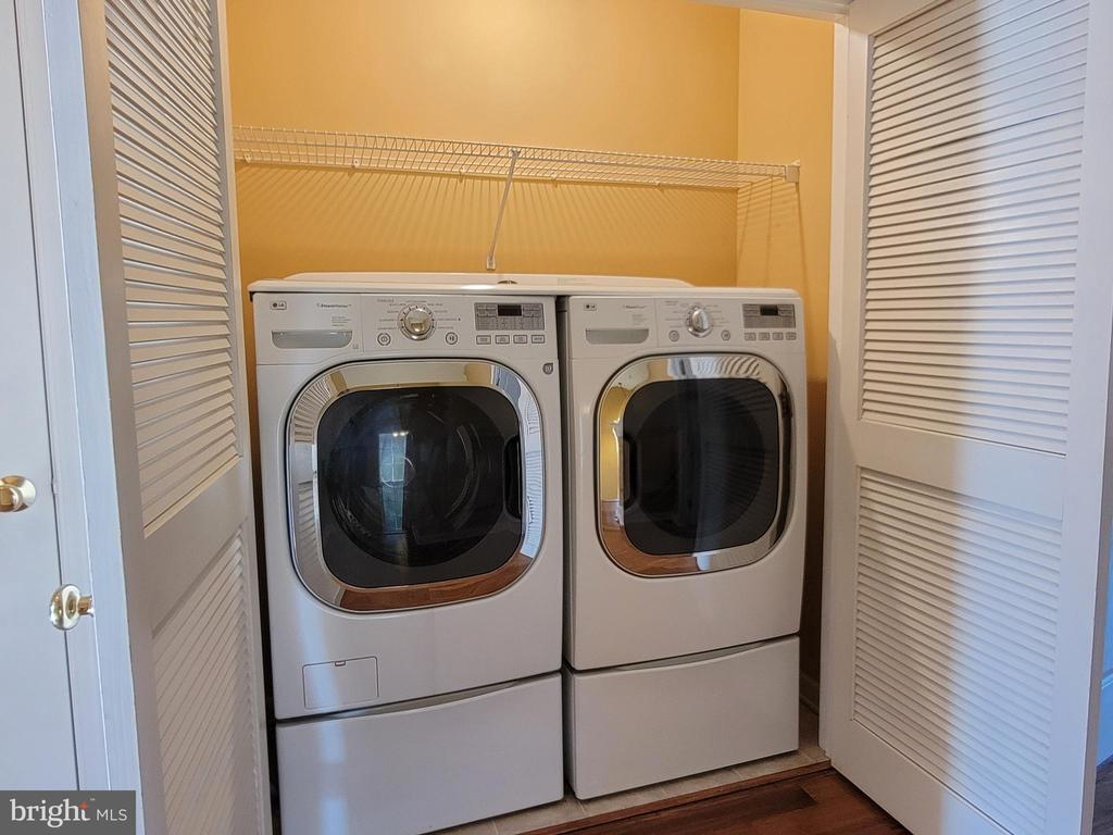 Upstairs Laundry  - well lit and well located - 25452 CROSSFIELD, CHANTILLY