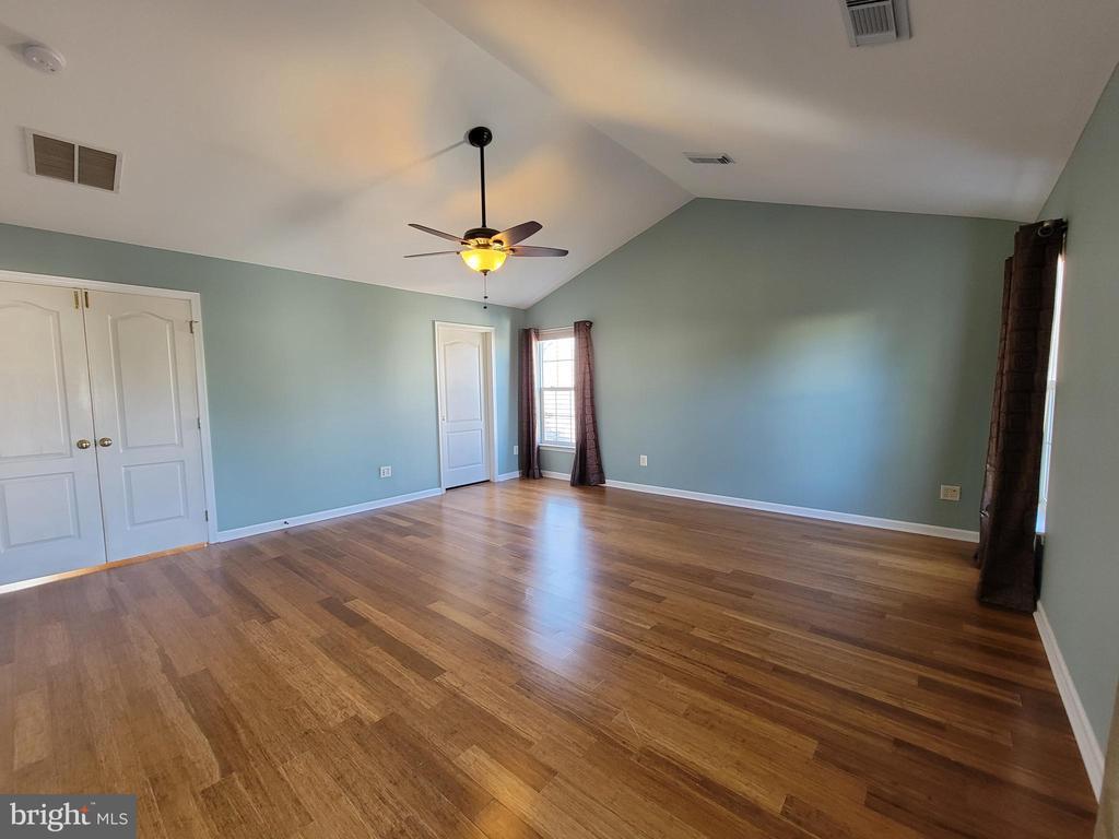Upper Level - PRIMARY BEDROOM - high ceilings ! - 25452 CROSSFIELD, CHANTILLY