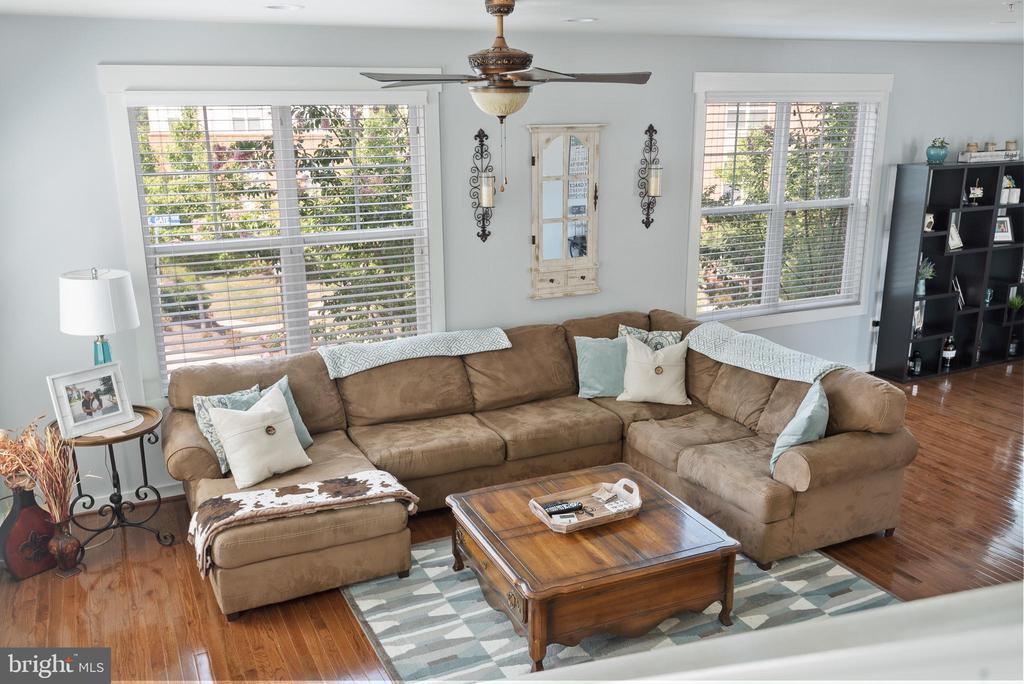 Gleaming hardwood floors carry throughout this lvl - 22469 VERDE GATE TER, BRAMBLETON