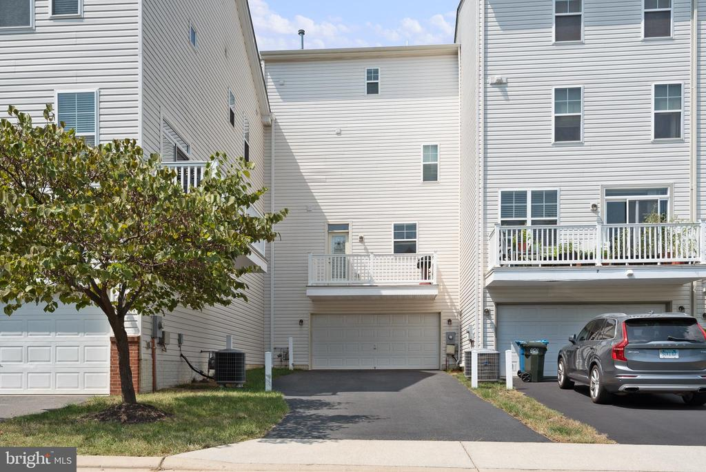 2 car garage and 2nd balcony off kitchen - 22469 VERDE GATE TER, BRAMBLETON