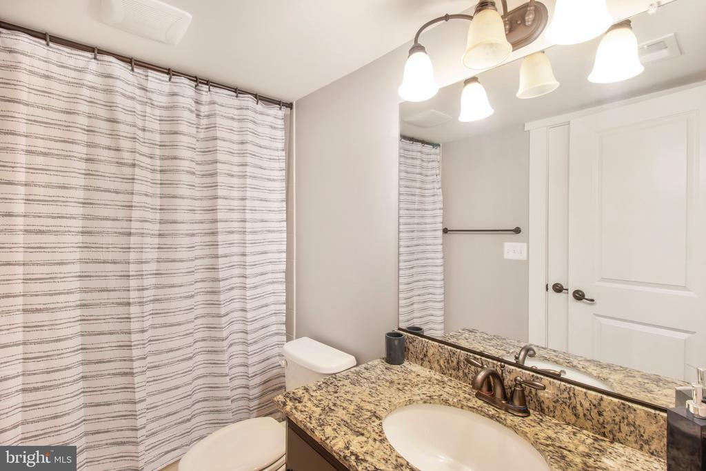 Full bathroom in basement - 2440 POTOMAC RIVER BLVD, DUMFRIES