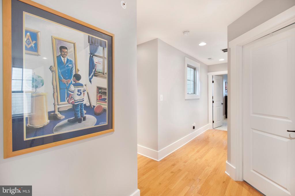Spacious upstairs hallways - 2440 POTOMAC RIVER BLVD, DUMFRIES